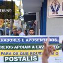 ECETISTAS E APOSENTADOS PARTICIPAM DE ATO EM DEFESA DO POSTALIS EM BAURU